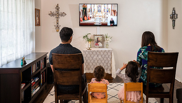 A family watches a livestreamed Palm Sunday Mass in the Diocese of Fort Worth. (NTC/Juan Guajardo)
